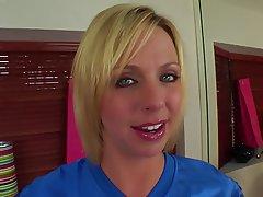 Babe MILF Blonde Pussy